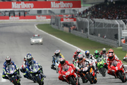 Start: Loris Capirossi takes the lead