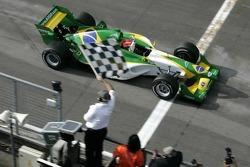 Nelson A. Piquet krijgt de finishvlag
