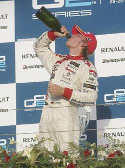 Podium: champage for Nico Rosberg