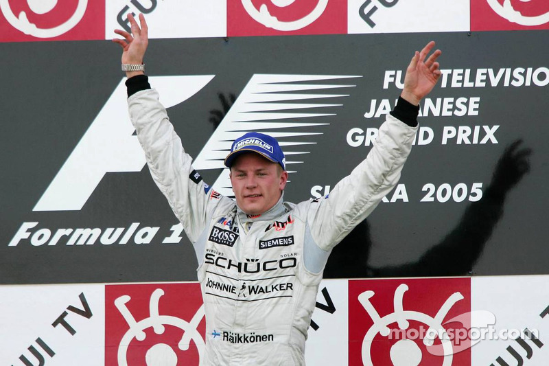 Podio: ganador de la carrera Kimi Raikkonen celebra