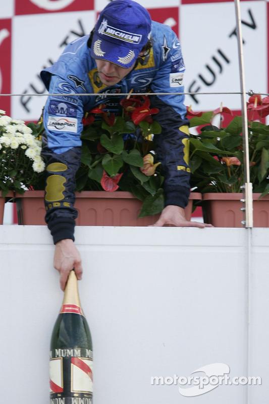 Podio: champagne para el tercer lugar Fernando Alonso