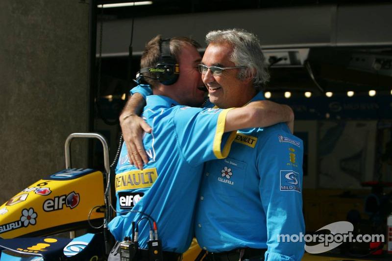 Flavio Briatore celebra su pole position Fernando Alonso