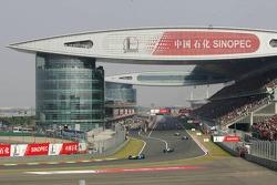 Fernando Alonso leads the field on pace lap