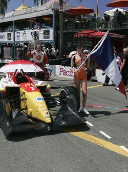 The grid girl of Sébastien Bourdais