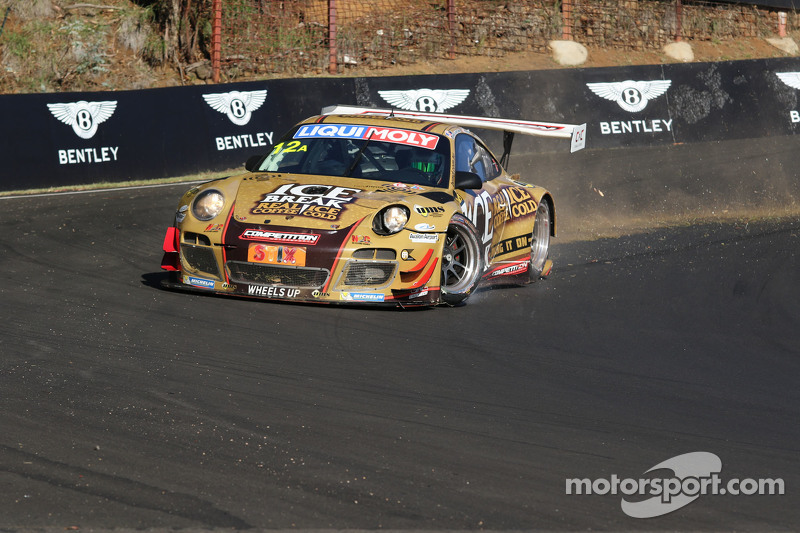 #12 Porsche GT3 R: David Calvert-Jones, Patrick Long, Chris Pither in difficoltà