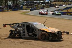 马克车队91号,澳大利亚马自达3 V8:基思·肯索克、杰克·卡梅勒瑞、伊沃·布瑞克斯遭遇严重车祸