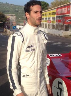Daniel Ricciardo conduce un Alfa Romeo 33 T3 en el viejo circuito Targa Florio