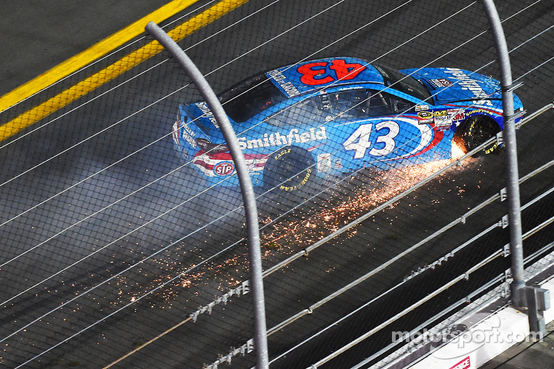 Aric Almirola, Richard Petty Motorsports Ford in difficoltà