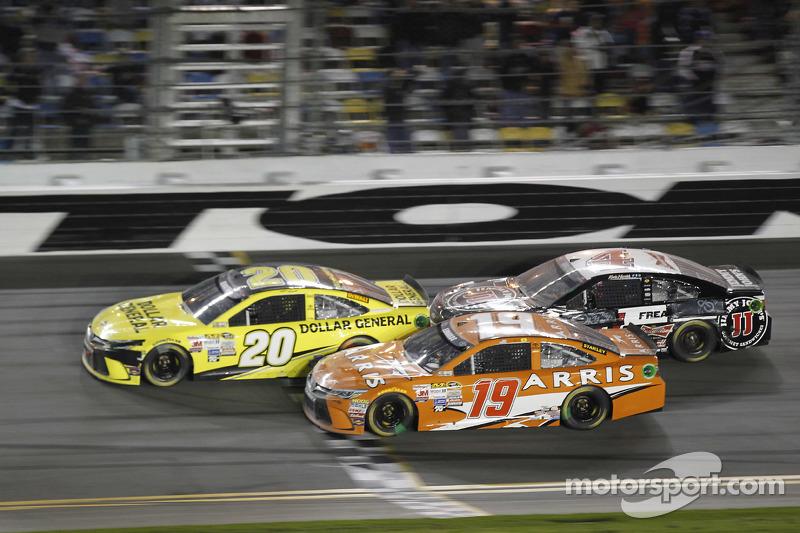 Matt Kenseth, Joe Gibbs Racing, Toyota; Carl Edwards, Joe Gibbs Racing, Toyota, und Kevin Harvick, S