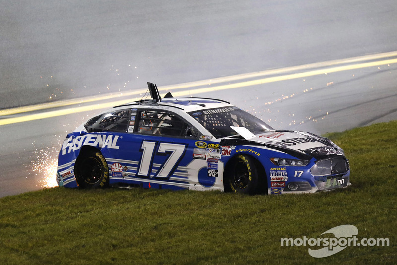 Ricky Stenhouse Jr., Roush Fenway Racing Ford in trouble