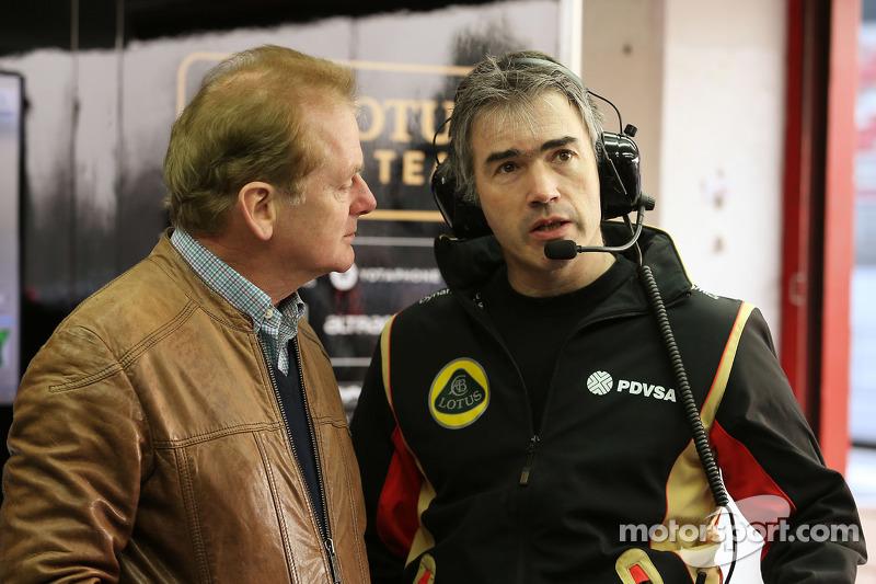 (Von links nach rechts): Jonathan Palmer, mit Nick Chester, Lotus F1 Team Technischer Direktor