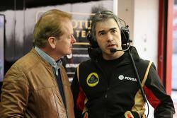 (E para D): Jonathan Palmer com Nick Chester, Diretor técnico da Lotus F1 Team