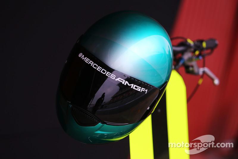 Mercedes AMG F1, Helm eines Mechaniker