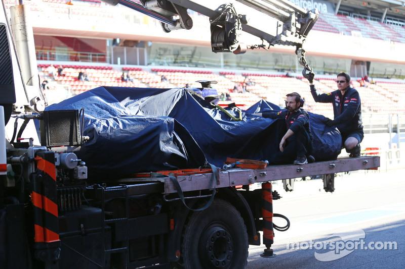 Der Scuderia Toro Rosso STR10 von Carlos Sainz jr., Scuderia Toro Rosso, wird per Lastwagen in die B