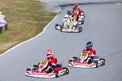 Nelson Piquet jr. vor einer Gruppe