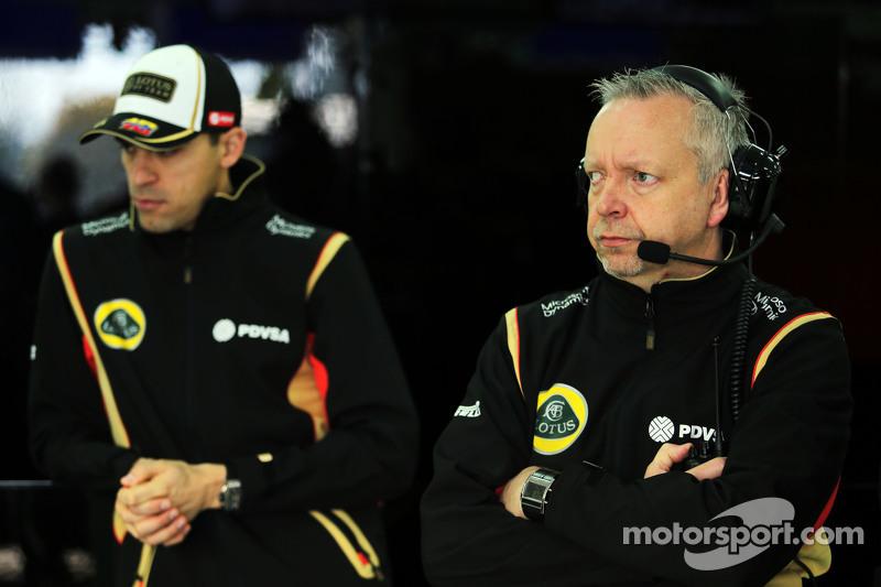 (da sinistra a destra): Pastor Maldonado, Lotus F1 Team con Paul Seaby, Lotus F1 Team