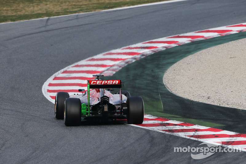 Max Verstappen, Scuderia Toro Rosso STR10, hava akışını gösteren boyayla birlikte pistte