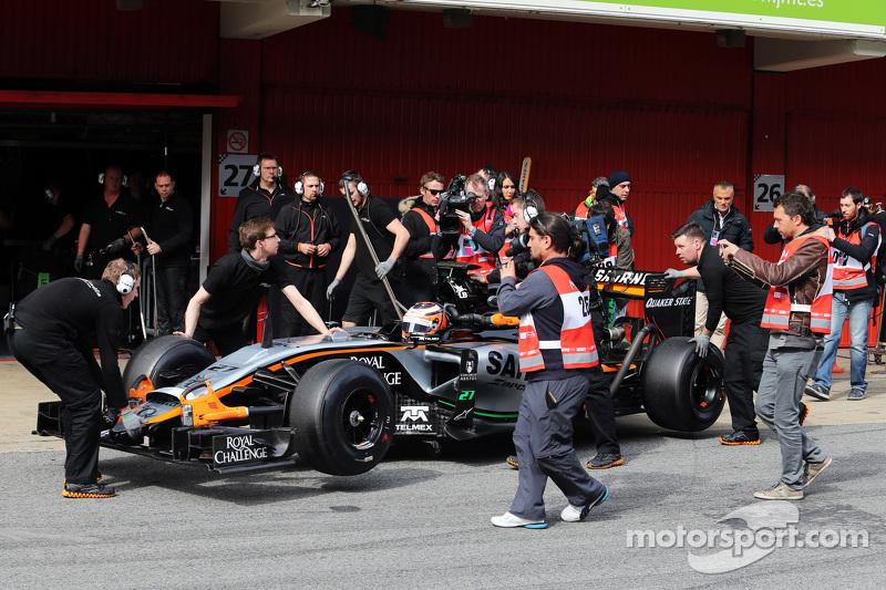 Nico Hülkenberg, Sahara Force India F1 VJM08, in der Box