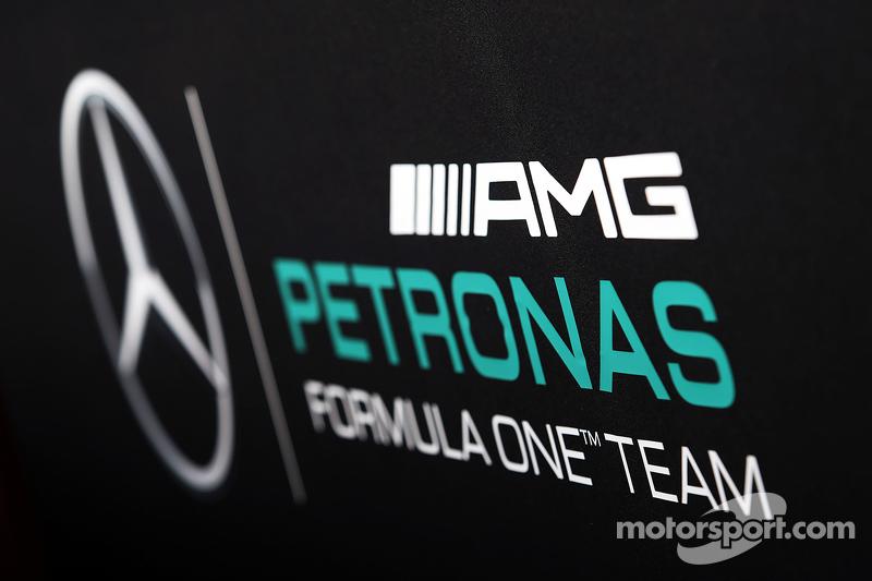 Mercedes AMG F1 лого