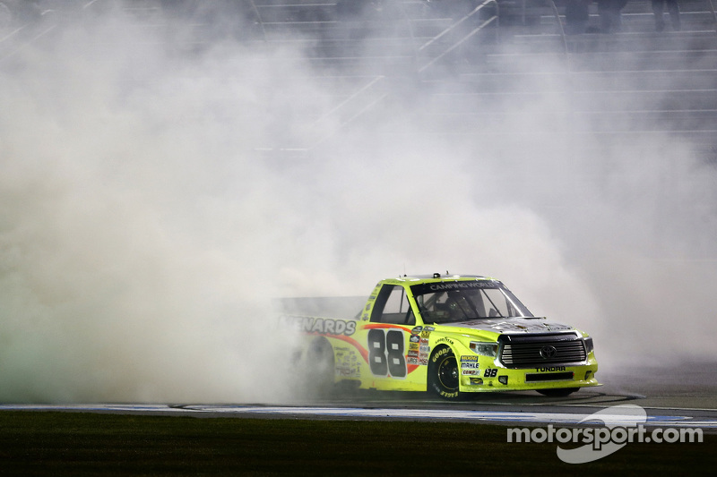 1. Matt Crafton, ThorSport Racing, Toyota, feiert