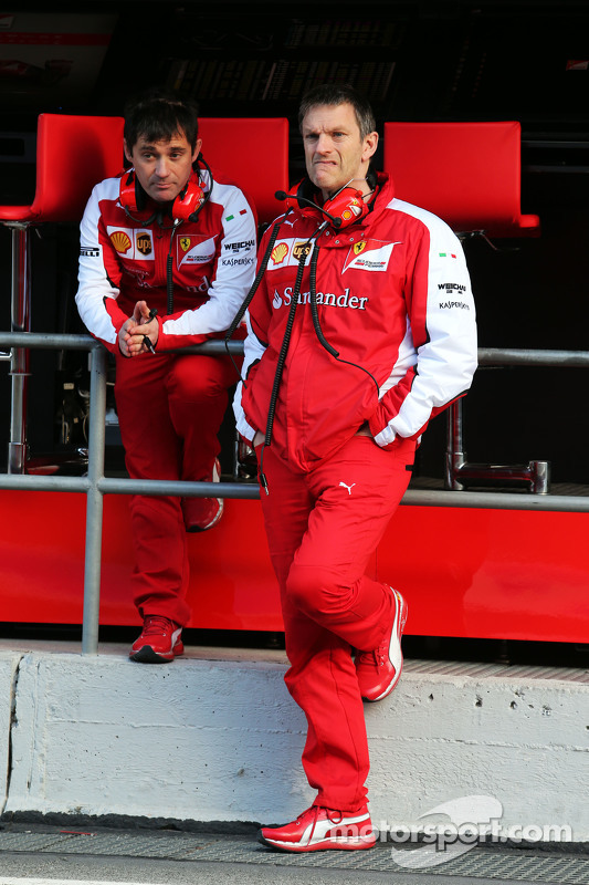 (Von links nach rechts): Toni Cuquerella, Leitender Ingenieur Ferrari, mit Technikchef James Allison