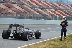 Daniel Ricciardo, Red Bull Racing RB11 stops on the circuit