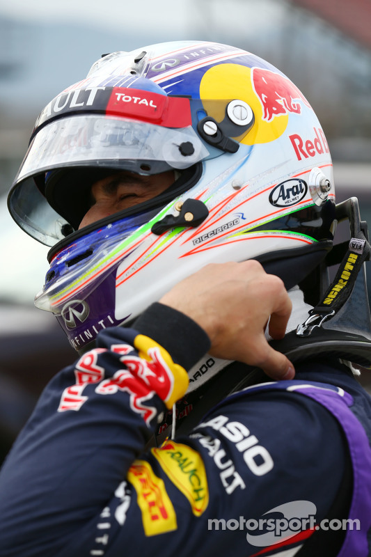 Daniel Ricciardo, Red Bull Racing RB11 para no circuito