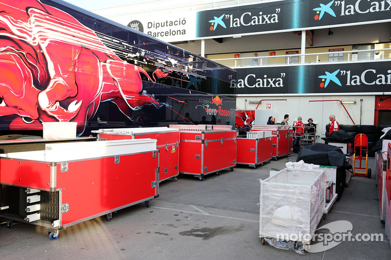 Scuderia Toro Rosso pack up at the end of testing