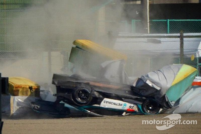 Unfall: #36 Lexus Team Petronas, Tom's Lexus RC F: Daisuke Ito