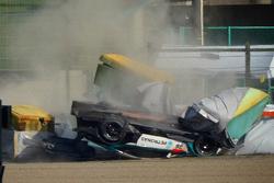 Choque del #36 Lexus Team Petronas Tom's Lexus RC F: Daisuke Ito