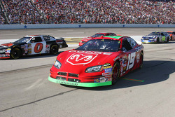 Jeremy Mayfield enters his pit box