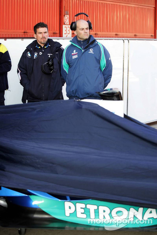 BMW Sauber engineers look at the BMW Sauber