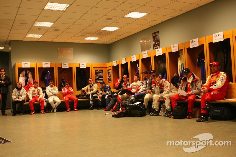 Reunión fr los pilotos con el organizador de la Carrera de Campeones Fredrik Johnsson