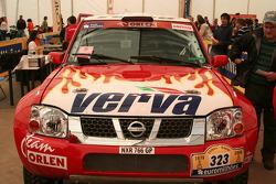 La Nissan de Krzysztof Holowczyc à l'assistance