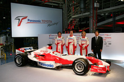 Ricardo Zonta, Ralf Schumacher and Jarno Trulli with Toyota Motor Corporation Executive Vice President Kazuo Okamoto with the TF106