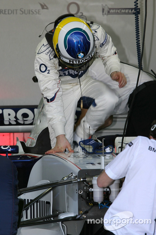 Nick Heidfeld climbs aboard the BMW Sauber F1.06