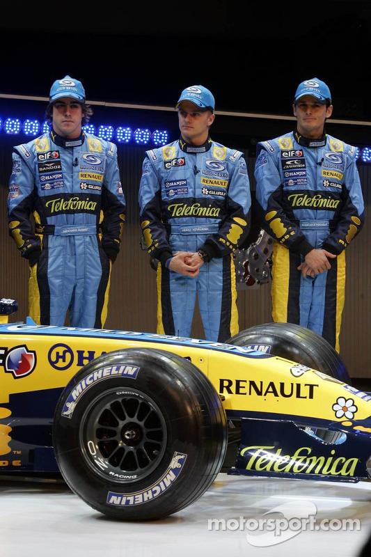 Fernando Alonso, Heikki Kovalainen et Giancarlo Fisichella avec la nouvelle Renault R26