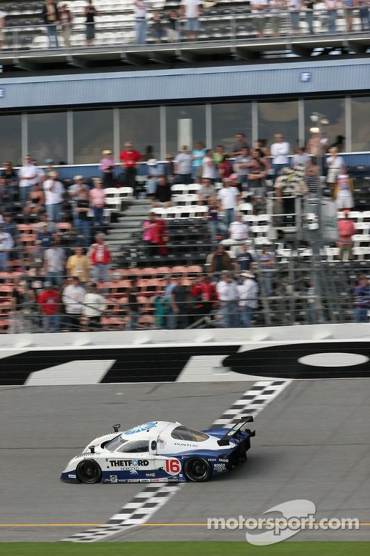 Howard - Boss Motorsports Pontiac Crawford: Chris Dyson, Rob Dyson, Oliver Gavin, Guy Smith prennent le drapeau à damier