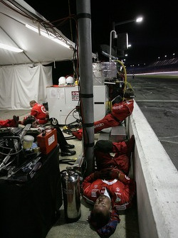 Pitlane ambiance in the late night hours