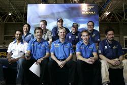 Les pilotes de l'équipe Subaru World Rally Team posent