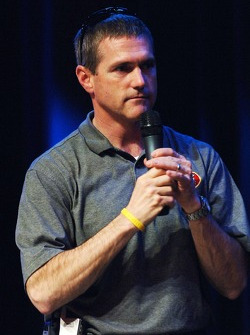 Bobby Labonte helps raise funds at the eighth annual Driver Auction benefiting the Las Vegas Chapter of Speedway Children's Charities