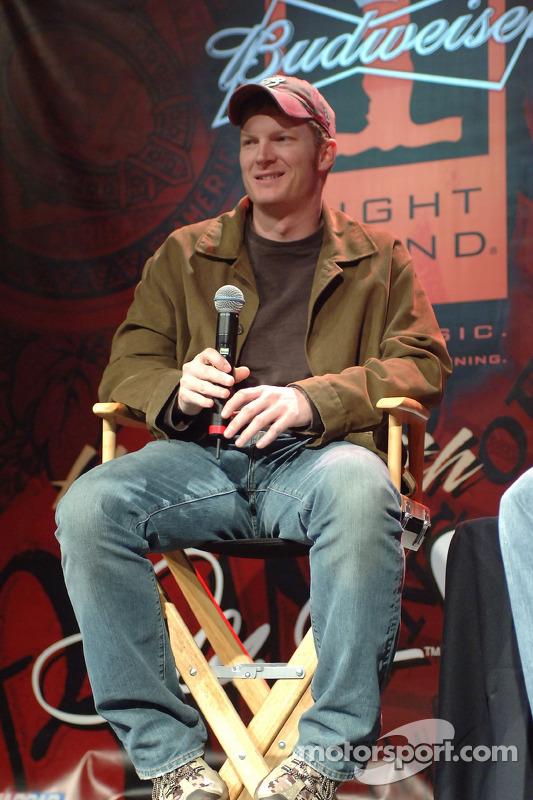 Dale Earnhardt Jr. Pose des questions durant le Budweiser One Night Stand aà l'hôtel Hard Rock