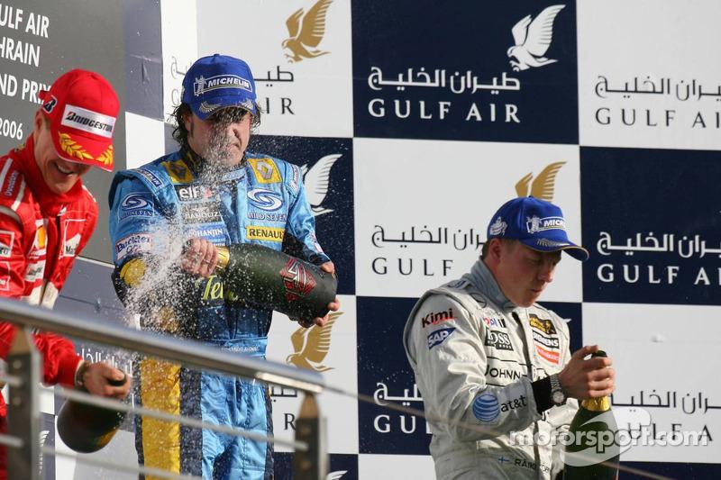 Podio: champagne para Fernando Alonso, Michael Schumacher y Kimi Raikkonen
