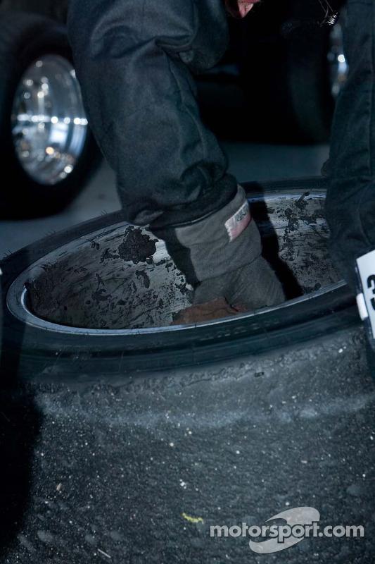 Nettoyage du caoutchouc sur les roues