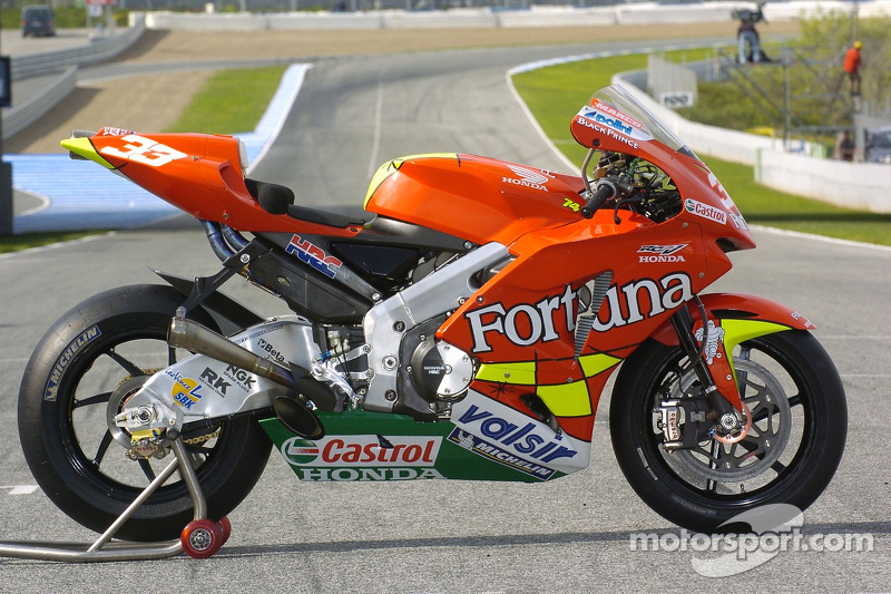 Photoshoot: the Fortuna Honda of Marco Melandri at Spanish GP