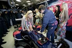 Formula Unas girls visit Red Bull Racing pitbox