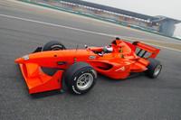 Jan Lammers (NED) die kort de auto van Jos Verstappen over het Shanghai circuit reed