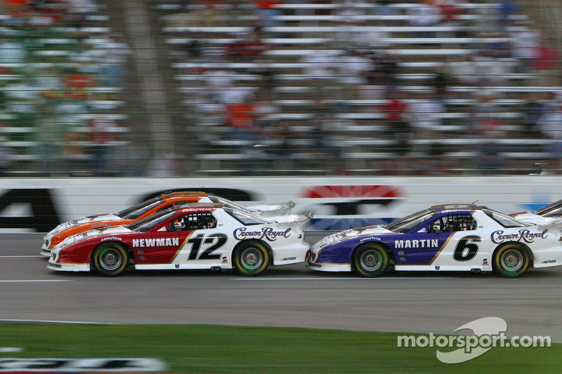 Mark Martin heurte Ryan Newman