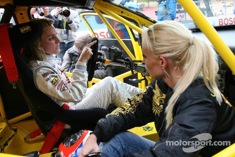 Cora Schumacher avec son coéquipier dans la Seat Super Copa, Christina Surer