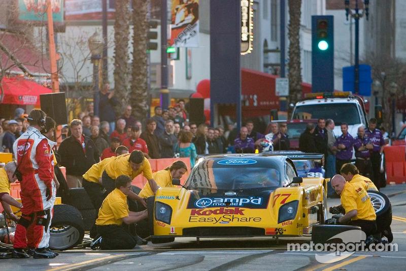 L'équipe Doran Racing en arrêt au stand